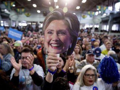 Wikileaks divulga discursos da candidata para Wall Street cuja revelação era cobrada por Bernie Sanders