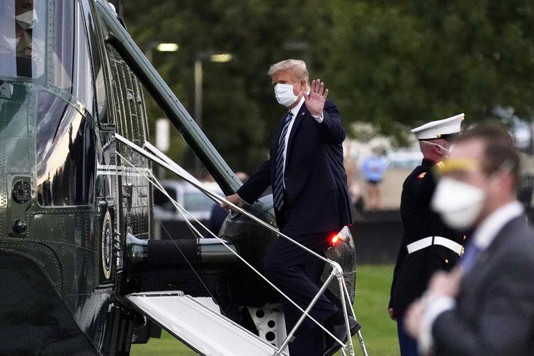 Trump deixa o hospital em Maryland.