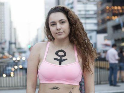 A estudante Isadora Castro na manifestação em SP.
