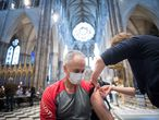 10 March 2021, United Kingdom, London: A man receives an injection of the COVID-19 Vaccine at a new vaccination site opened at Poets' Corner in Westminster Abbey. Photo: Stefan Rousseau/PA Wire/dpa 10/03/2021 ONLY FOR USE IN SPAIN