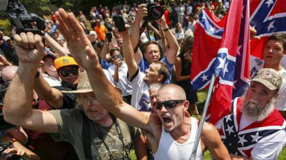 Membros da Ku Klux Klan em uma manifestação na Carolina do Sul, EUA.