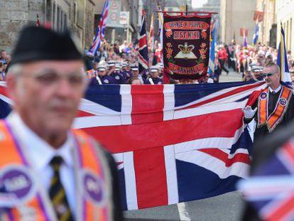 Marcha de orangistas, este sábado, em Edimburgo.