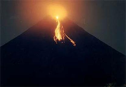 Atividade no vulcão Mayon, nas Filipinas.