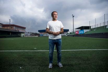 Sergio Rodríguez, prefeito de El Paso, no campo de futebol dessa localidade, na ilha de La Palma.