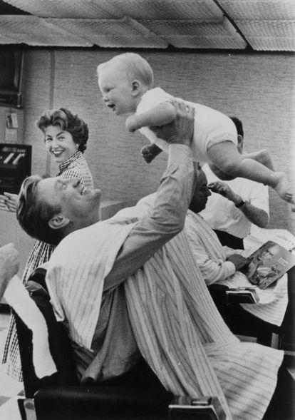 Kirk Douglas e seu filho Eric durante a filmagem de 'Espártaco'.