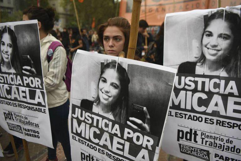 Marcha na praça de Maio para exigir o esclarecimento do crime de Micaela García, no dia 11 de abril.