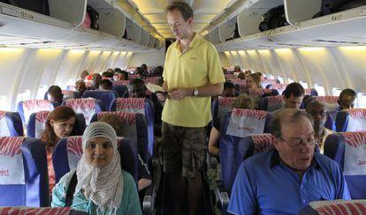 Passageiros em um avião da JamboJet, em Nairobi (Quênia).