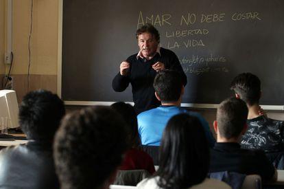 Joaquín Álvarez dá uma palestra sobre homofobia, em Madri.