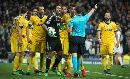 Buffon, depois de ser expulso.