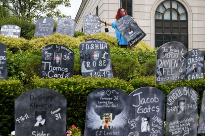 Homenagem às vítimas perante o tribunal de White Plains (Nova York) responsável pelo caso, no dia 9 de agosto.