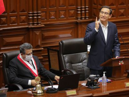 O presidente do Peru, Martín Vizcarra, ao discursar na sexta-feira, 18 de setembro perante o Congresso. Parlamento arquivou processo de impeachment.