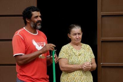 Moradores de Anápolis, Enizio de Araújo e Cleusa Silva temem o contágio pelo Coronavírus.