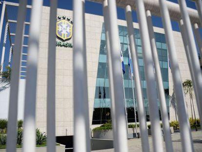 A fachada da CBF, sem o nome de Marin, que batizava o prédio no Rio.