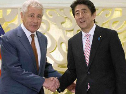 Hagel, secretário de Defesa dos EUA, e o premiê japonês nesta sexta.