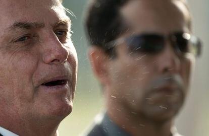 Presidente Jair Bolsonaro ao sair o Palácio do Alvorada, na sexta-feira, 28 de março.