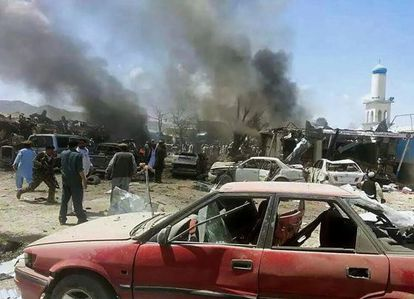 O mercado de Orgun depois do atentado suicida.