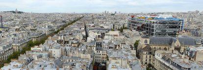 Vista panorâmica de Paris, com o edifício do Centro Pompidou, de Piano e Rogers, destacando-se à direita.