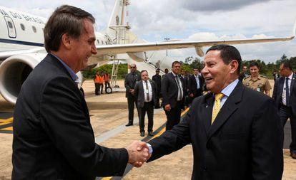 Bolsonaro e seu vice, Hamilton Mourão, em Brasília, no dia 13 de fevereiro