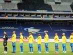 Soccer Football - Copa America 2021 - Group B - Brazil v Peru - Estadio Nilton Santos, Rio de Janeiro, Brazil - June 17, 2021 Brazil players line up before the match REUTERS/Sergio Moraes