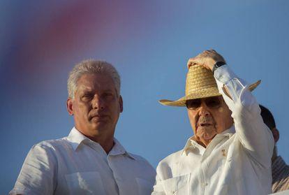 Raúl Castro e seu possível sucessor, Miguel Díaz-Canel.