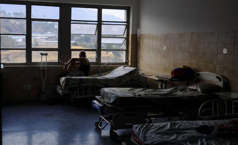 Hospital Miguel Perez Carreno, em Caracas, sob a penumbra durante o apagão que deixou maior parte da país sem luz nesta sexta-feira.