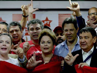 Dirigentes do PT em reunião em São Paulo após guerra de decisões sobre Lula.