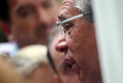 Paulo Guedes fala com jornalistas antes de uma reunião com Jair Bolsonaro no Rio, em setembro de 2019.