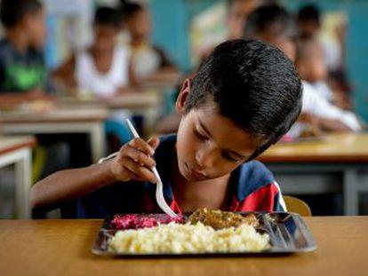 Crise econômica causa escassez de alimentos básicos e afeta a dieta dos cidadãos
