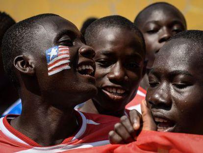 Jogadores da Libéria na Copa do Mundo para meninos de rua, no Rio.