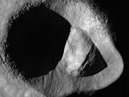 Imagem da cratera Ryder feita pela sonda LRO da NASA.