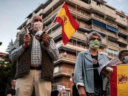 Concentração na Praça dos Príncipes da Espanha em Alcorcón (Madri) contra o Governo, nesta terça-feira.