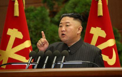 O líder norte-coreano, Kim Jong-un, na reunião do Politburo do Partido dos Trabalhadores da Coreia do Norte, na quarta-feira, em Pyongyang.