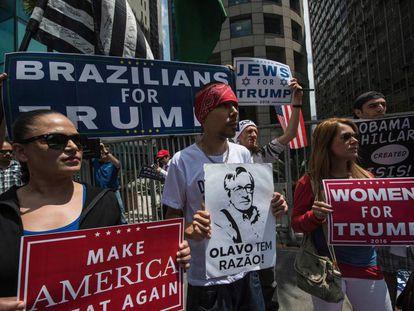 Grupo de brasileiros faz ato em defesa de Trump em São Paulo, no final de outubro.