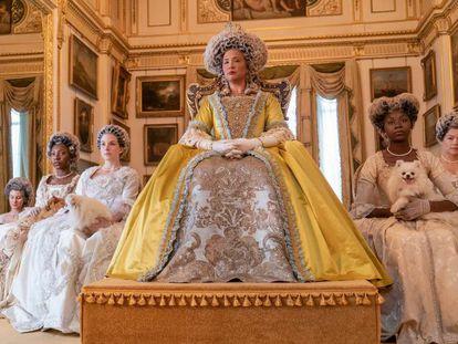 Golda Rosheuvel interpreta a rainha Charlotte em 'Bridgerton'. Historiadores especulam há anos sobre a possibilidade de que a monarca fosse negra.