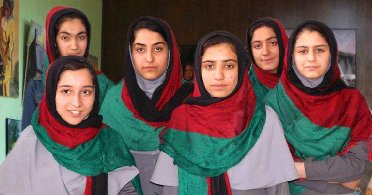 As seis integrantes da equipe afegã que iam competir no First Global Challenge.