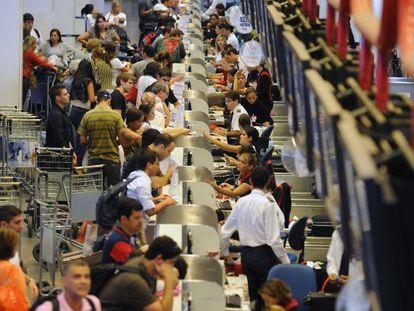 Movimento no aeroporto de Brasília no Natal.