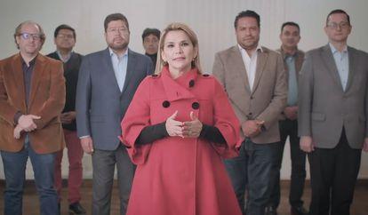 Jeanine Áñez anunciou sua desistência acompanhada de seus aliados políticos.