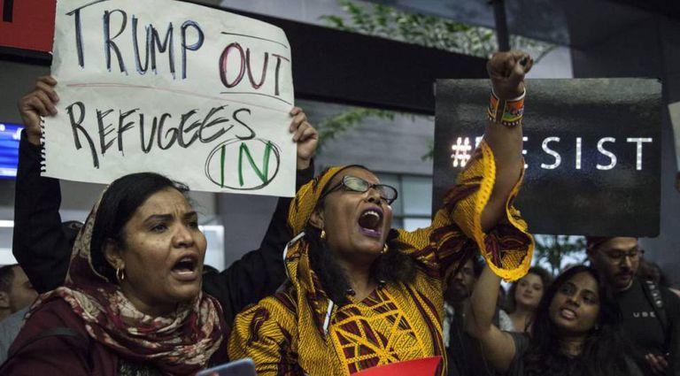 Protestos contra Trump no aeroporto de San Francisco.