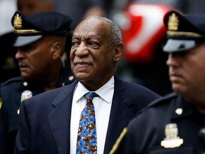 Bill Cosby em frente ao tribunal da Pensilvânia em 2018.