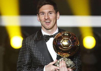 Messi com a Bola de Ouro em 2012.