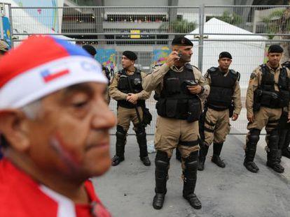 Seguranças fora do Maracanã na quarta-feira passada.