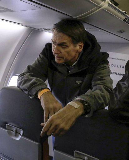 Bolsonaro a bordo de um avião em setembro.