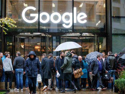 Protesto de trabalhadores do Google em Londres no ano passado.