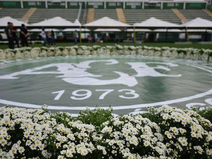Homenagem montada para o funeral dos jogadores e dirigentes da Chapecoense mortos na Colômbia.