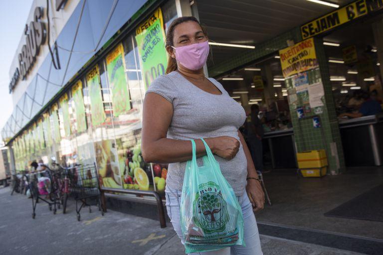 Rosemeire Santos recebe o auxílio da prefeitura de Maricá desde que o programa começou.