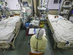 Afectados por el coronavirus ingresados en un hospital de Wuhan, este jueves.