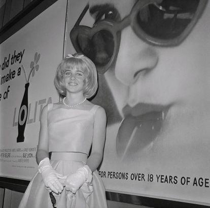 A malograda atriz Sue Lyon, a Lolita do filme de Stanley Kubrick de 1962, posa na estreia do filme.