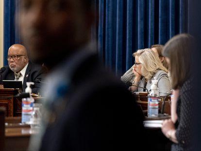 O presidente da comissão de investigação do ataque ao Capitólio, Bennie Thompson, e a republicana Liz Cheney.