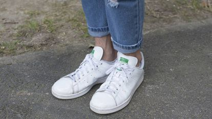 Manter seus tênis brancos só custa 24 centavos por limpeza.