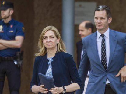 A Infanta Cristina e seu marido, Iñaki Urdangarín, em junho de 2016, em Palma, na Espanha.